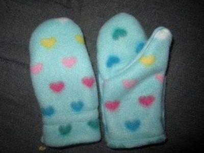 Easy Christmas Sewing for Kids: Fleece Mittens