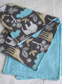 DIY burp cloths- a super simple sewing project made in minutes... made my cousin a ton of these when she was expecting...