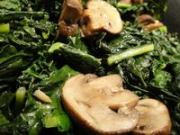 Kale with mushrooms and garlic