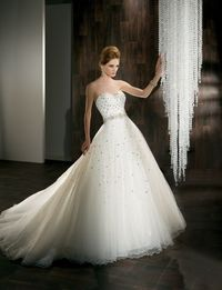 Ball gown bridal gown