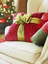 Make a pillow look like a gift