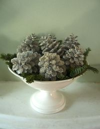 glittered pinecone ornament how-to (via Urban Comfort)