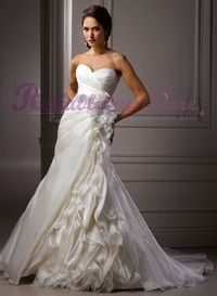 This sweetheart wedding dresses in addition to complex designs, skirt, Sweetheart design also works well bridal plump breasts and hand-finished, the price is definitely you can afford
