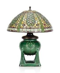 AN AMERICAN LEADED GLASS, BRASS AND CERAMIC TABLE LAMP CIRCA 1910