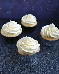 Champagne Cupcakes with champagne frosting and pastry cream!!! WHAT?