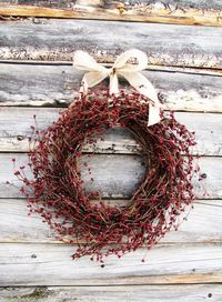 A country Christmas wreath made of cranberries. #cydconverse