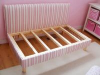 Diy toddler bed repurpose a crib mattress with upholstery baby time - Transformer une palette ...