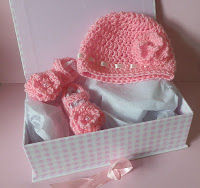 Crochet booties and crochet baby hat, great gift idea for new baby