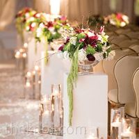 Love this aisle! Good way to reuse centerpieces....
