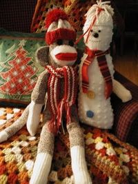Fiddlesticks - My crochet and knitting ramblings.: Sock monkey has a new hat and scarf for the season!
