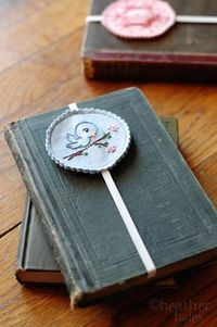 Embroidered felt bookmarks tutorial