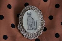 Crochet Small Cat Brooch in Natural by reraeshop, Etsy